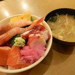 新宿 御さしみ家 - 海鮮丼とお味噌汁