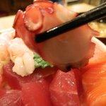 新宿 御さしみ家 - 海鮮丼のマグロ