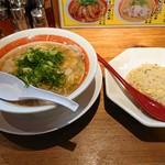 第一旭 - 料理写真:2018年12月 スペシャルラーメン焼き飯セット