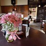 赤い屋根の喫茶店 駅舎 - お席の予約も可能です。