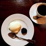 カフェ・フォリオ - レアチーズケーキとブレンド
