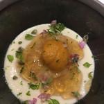98721007 - ズワイ蟹とカリフラワーのムース ムースがなめらか。ズワイ蟹と雲丹とコンソメジュレ。 大好きな料理です。