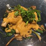 98721008 - 北海道産の牡蠣のグラチネ 牡蠣が大きい。ブラタンのようにソースを焼き付けた一品。 ソースが少し塩味が濃いような気もしましたが、ワインがすすみますね。 茸とほうれん草もたっぷり。
