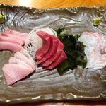 魚哲 - 刺身4種盛り(本まぐろ、ブリ2種、タイ)