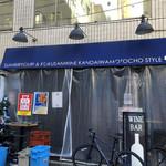 炭火バル 神田岩本町style - 外観写真:秋葉原でランチ♪ 和泉橋を渡って少しビル街に入ったところにあるお店。 店内はカウンターとテーブル席でこじんまりしてる。外には少しテラス席も。 お昼時はサラリーマン達のランチで賑わってるみたい。