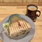 シティ コーヒー セタガヤ - クリスマスプレート 1300円(税込) サラダ、スープ、ドリンク付き