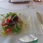 9873611 - シェフ金子ロンドランチ  前菜の「サーモンのカルパッチョ」