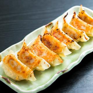 まずはコレ!【九州魂名物】豚骨コラーゲン入り!手作り生餃子