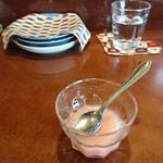 くいもんや 一歩 - 杏仁豆腐はおしゃれなピンク