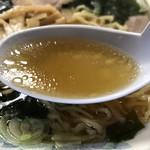 大黒食堂 - ワカメ入りラーメンのスープ