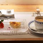 ラ・メール・ギキ - La Merコースの珈琲。別注のチーズケーキ500円('18.12月中旬)