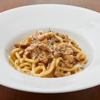 トスカーナ地方の味を再現、煮込み料理と手打ちパスタが人気!