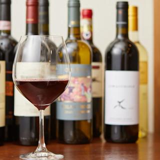 厳選イタリアワインが充実。グラスワインは常時8種類