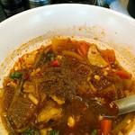 熱血食堂すわ - 半分食べてから、卓上の花椒をそれなりにかけたところ。