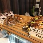 98749960 - チョコカスタードも、惣菜系パイも美味しそうです!(2018.12.20)