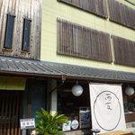 川魚の西友 - 外観 右側では佃煮等と売ってマス。