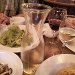 9876198 - (再訪時)デカンタで運ばれたワインを飲む
