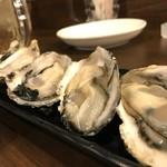 磯っぺ里 - 室津の1年牡蠣、結構大きくなっていました5個で700円です(2018.12.20)