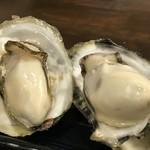磯っぺ里 - 牡蠣の旨味が出るのは、焼き牡蠣か蒸し牡蠣ですね、これも5個700円です(2018.12.20)