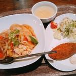 CUBUS - 本日の定食 あんかけチャーハンと白身魚