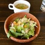 スペインバル バル akiba - セットのスープとサラダ