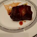 98769351 - メインの肉料理…盛りつけ酷い(酷いのはホテルのせいではありません)