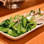 曾さんの餃子 - 【二種盛り】[手前]青菜の塩ナムル@390円