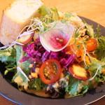 ラポートキッチン - サラダ。野菜たっぷり。