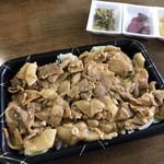 弁当家 - 料理写真:スタミナ丼 M  漬物3種