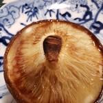 昭和レトロ酒場 倉吉 - しいたけのバター醤油焼き