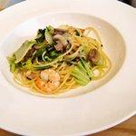 トラットリア レット - 小海老と兵庫産マッシュルームとタイニーシュシュの白ワイン風味 スパゲッティーニ