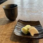 すじかま - 料理写真:お茶と漬物