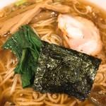 大勝軒 - 厚めのチャーシュー・小松菜・海苔・メンマ・ネギ