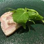 メランジェ - 鳥取産の猪バラ肉のプレッセ エンドウ豆の新芽添え