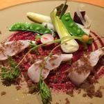 メランジェ - 五島産クエの炙り焼き ビーツのソース  『忠源』の和牛生ハムのフレークと野菜のクリュディテ添え