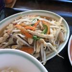 栗木台 大勝軒 - 野菜と鶏肉の黒胡椒炒め