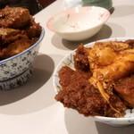 98795314 - (左)味噌カツ丼大盛                       (右)元祖味噌カツ丼