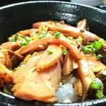 麺処 晴 - 豚めし 250円