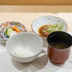 しんせん 割烹 佐乃家 - 長野県白馬村の豚の角煮、 香の物、 赤出汁