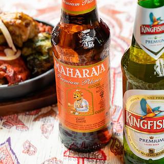 日本ではなかなか飲めない、インドのビールも豊富に品揃え♪