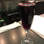 ザ ロワーライト - 赤ワインは何故かシャンパングラス