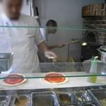 ピザレボ - ちゃんと石釜で焼いてくれます