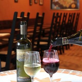 いろいろなワインがグラスでお楽しみ頂けます。