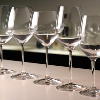 グラスが変われば深い味わいも変わる。導かれる白ワインの妙味