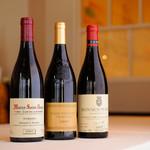 ボンシュマン - ドリンク写真:選びぬかれたワインもまた、この店の人気のひとつ。