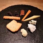フルールパルフ - チーズとドライフルーツの盛り合わせをいただきました。