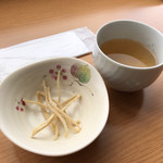 98821303 - そば茶とおそばを揚げたもの