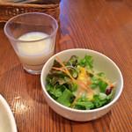 ダブルトールカフェ - サラダとスープ(飲みかけ)