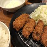 とんから亭 - 料理写真:カキフライ定食(味噌汁ちゃんと付いています)