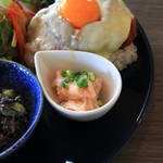 メリーカフェ - サーモンの小鉢